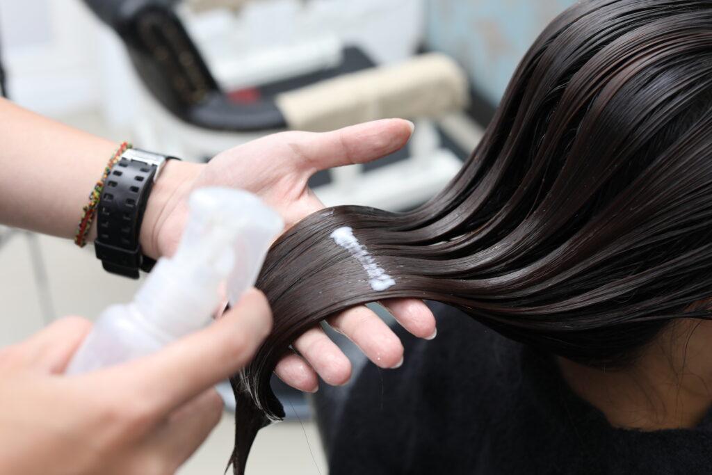 正確護髮程序3. 洗髮乳→髮膜→護髮素→髮尾油