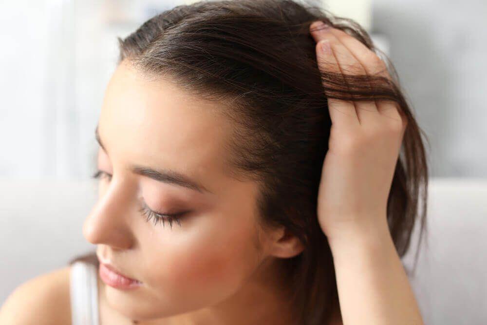 為甚麼需要咖啡因洗頭水?女性脫髮的常見原因